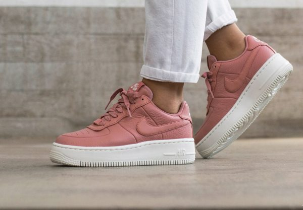 Nike Air Force 1 '07 Essential rose et blanche femme